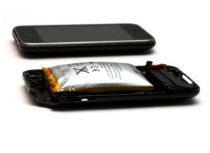 5 Things You Should Know If You Are Using A Phone With A Built-in Battery 1